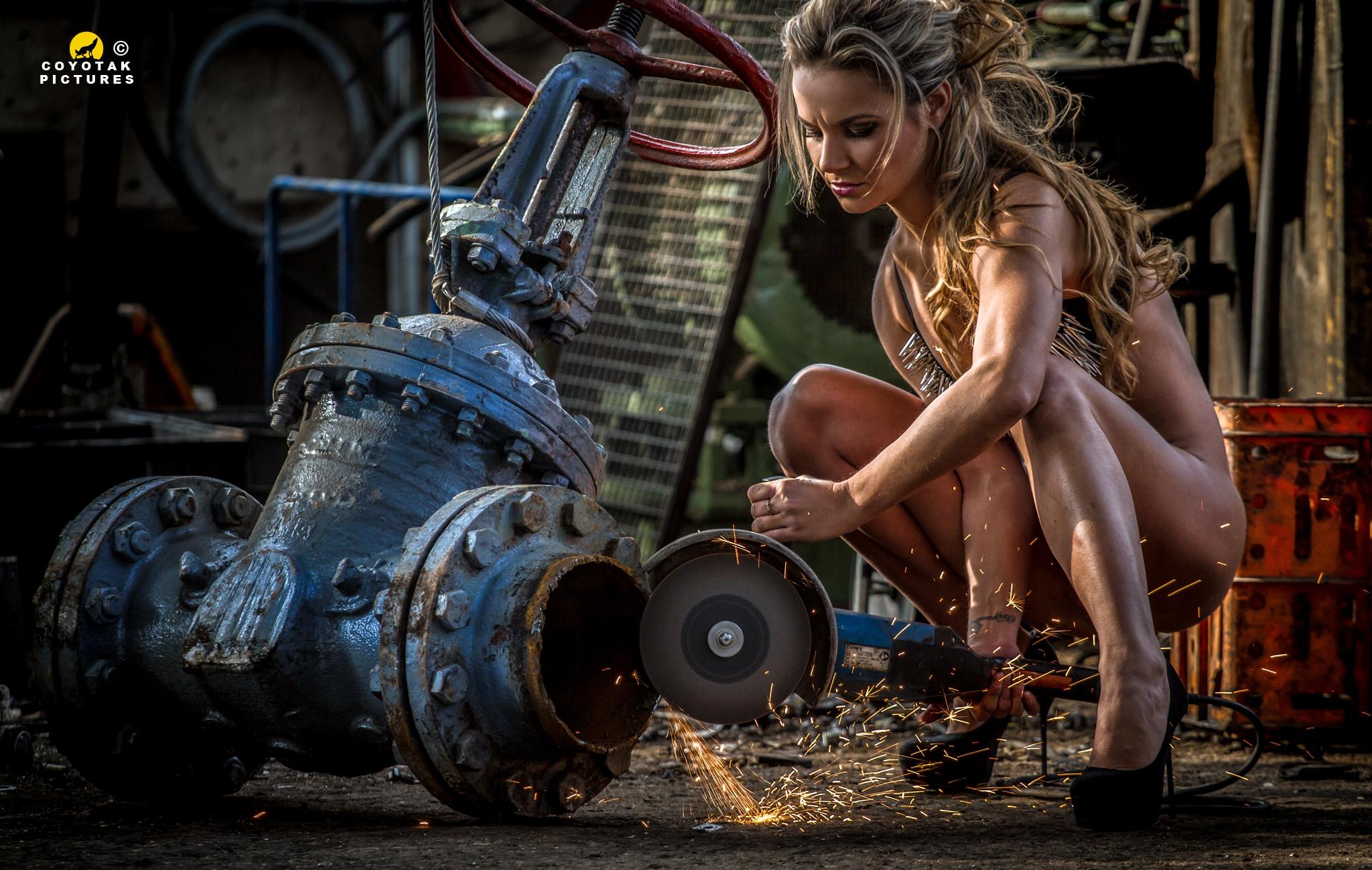 Фото девушек с металлом