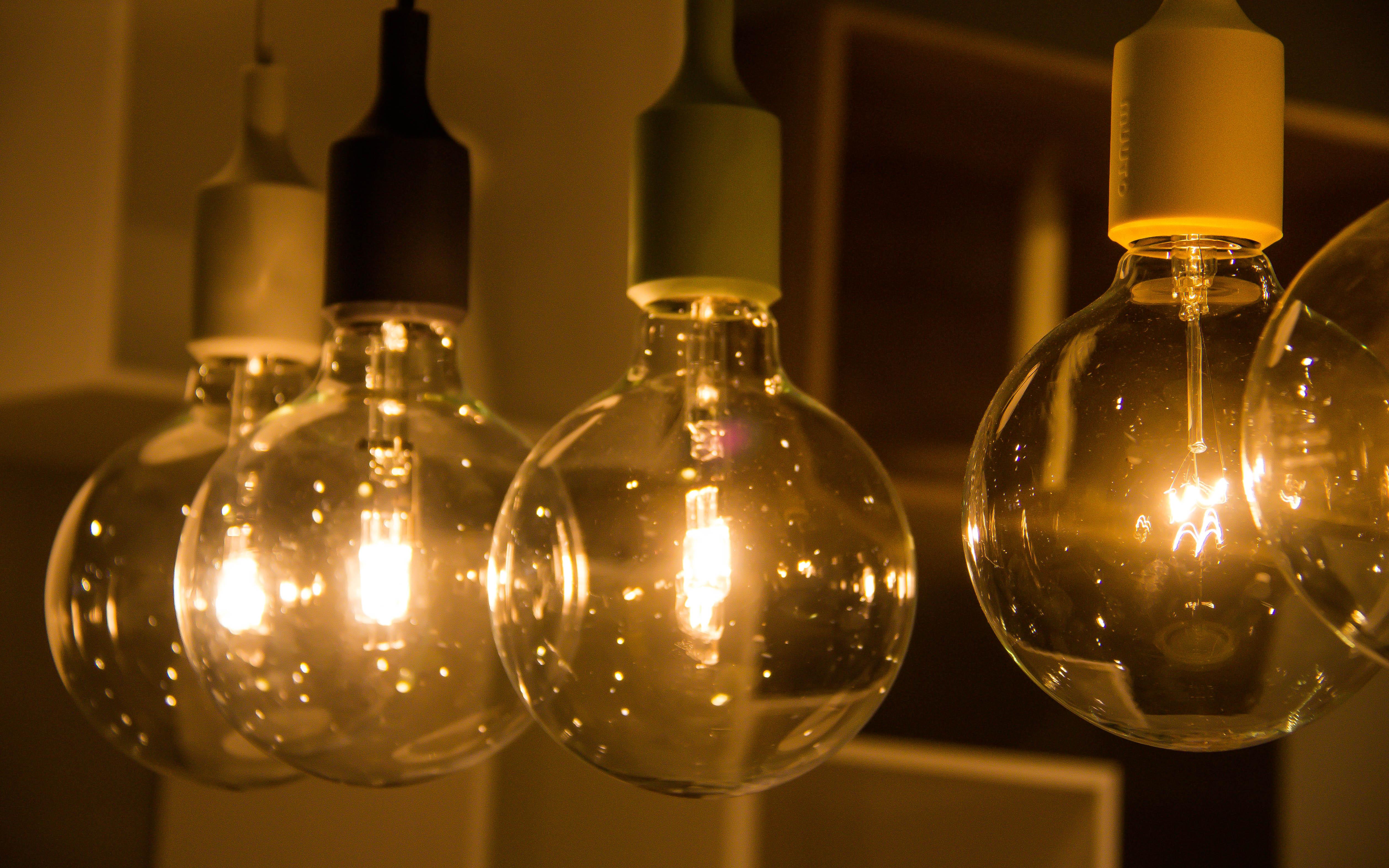 Lampadari Con Bottiglie Di Vetro sfondi : giallo, bicchiere, profumo, shopping, emporia